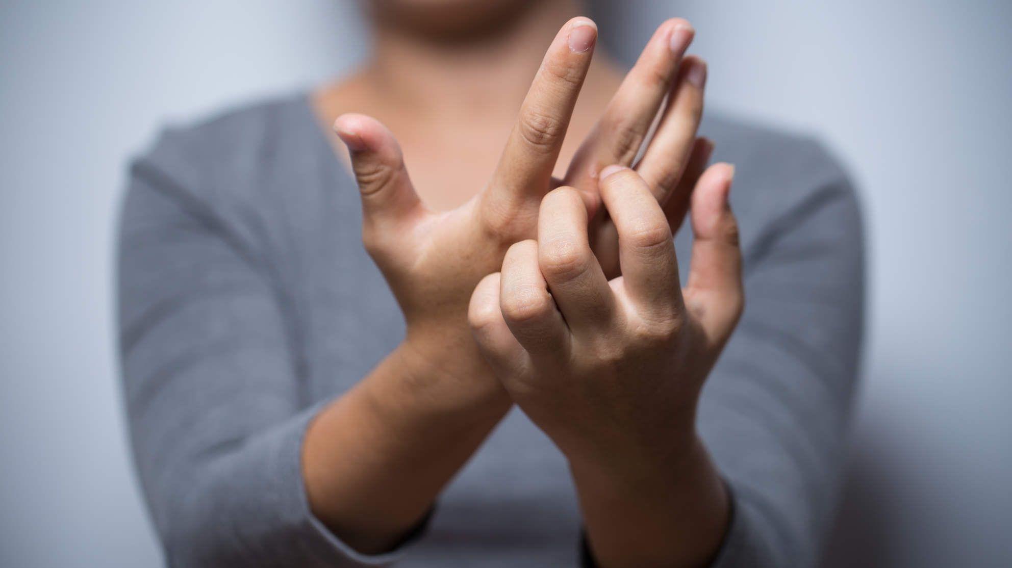 درمان حساسیت دست ها به کمک طب سنتی