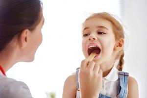 ۸ درمان خانگی گلو درد که معجزه می کنند