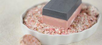 چطور در خانه صابون زغال فعال و گل رز تهیه کنیم؟
