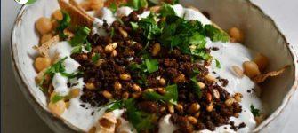 طرز تهیه یک غذای لبنانی (ترکیب نان پیتا همراه با ماست و گیاهان)