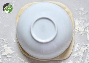خمیر را قالب بزنید